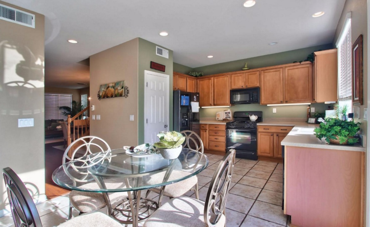 Kaye Swain REALTOR sharing option for first time home buyers at 1921 Glenveagh Lane Lincoln CA 95648 large and lovely kitchen with breakfast nook