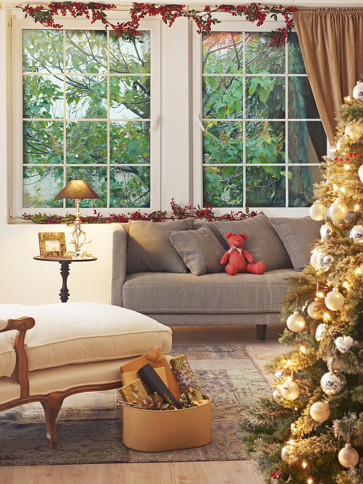 Roseville CA REALTOR Kaye Swain blogger sharing selling your house in winter tips using Christmas home decor staging