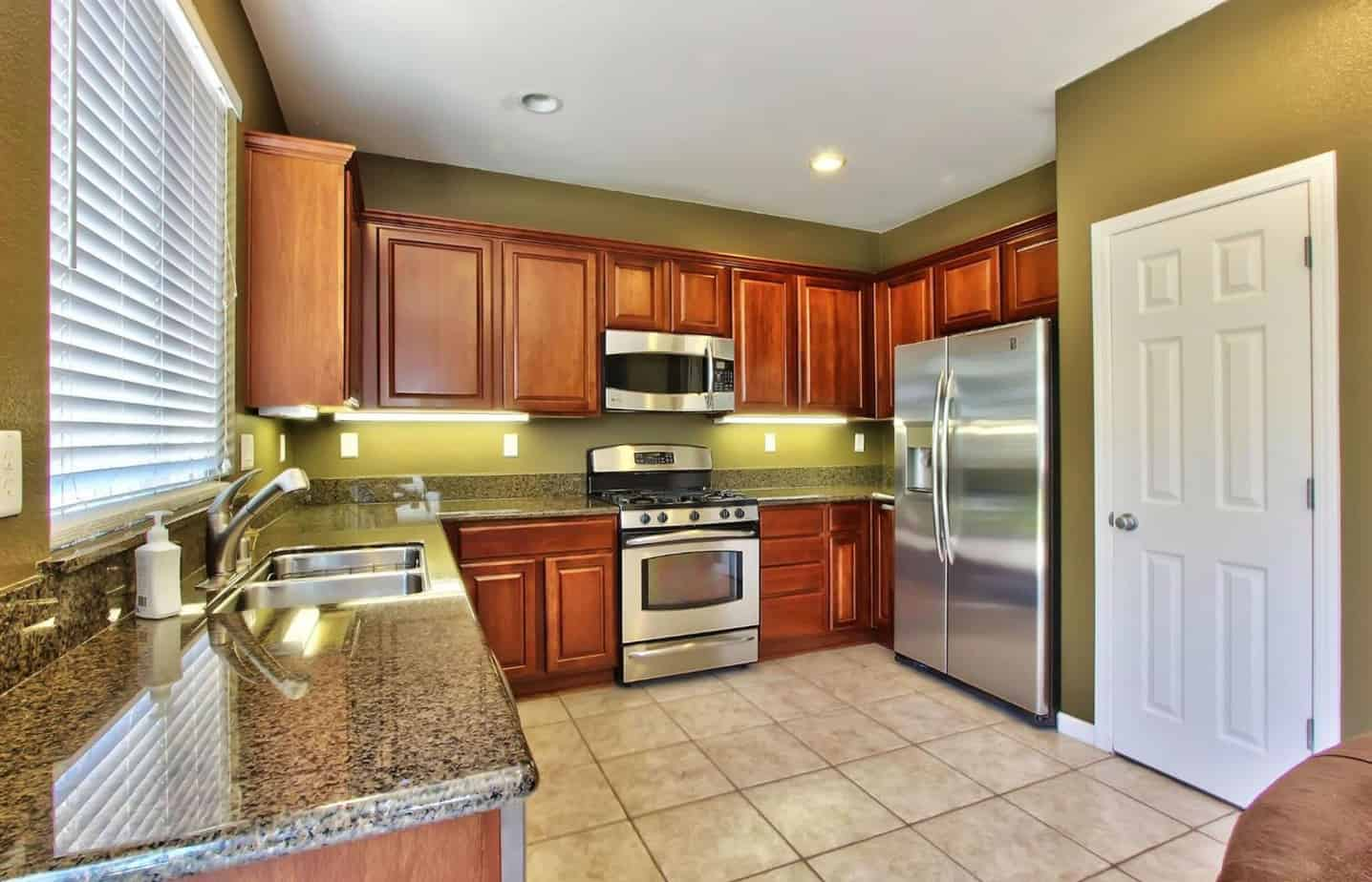 r Roseville Real Estate Agent Kaye Swain shares MLS 16034679 house for sale in Lincoln California kitchen