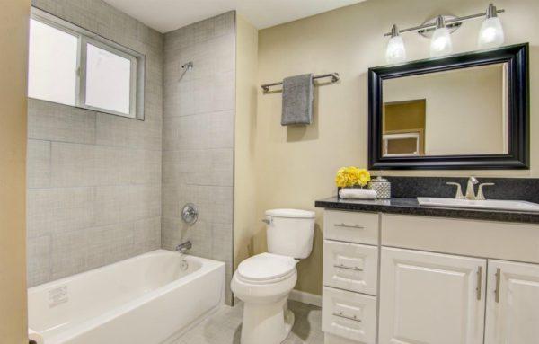 108 Ash Street Roseville CA 95678 via Kaye Swain Roseville Sacramento REALTOR blogger sharing bathroom