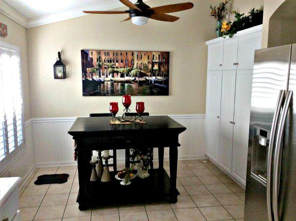 Sun City Roseville REALTOR Kaye Swain sharing delightful kitchen nook in one of del webb sun city roseville homes for sale