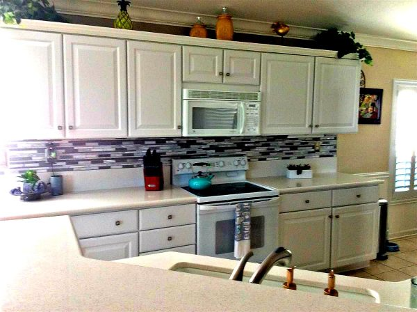 beautifully updated kitchen in one of Del Webb Sun City Roseville homes for sale b