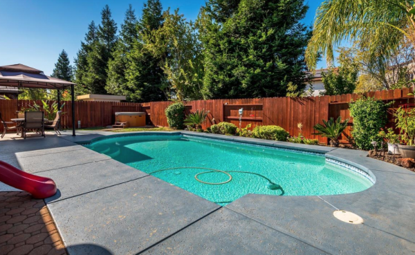 Gorgeous pool hot tub for boomers seniors living Lincoln CA
