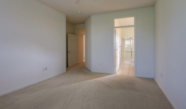 Kaye Swain realtor sun city roseville ca sharing main bedroom suite with bathroom en-suite
