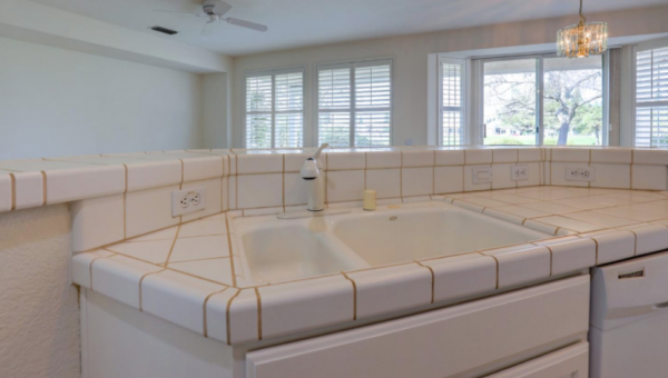 Virtual Open House Tours Sun City via 55+ real estate agent Kaye Swain Kitchen Entry 13