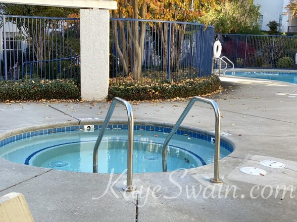 Check out the jacuzzi at Pacific Sunset Rocklin condominiums