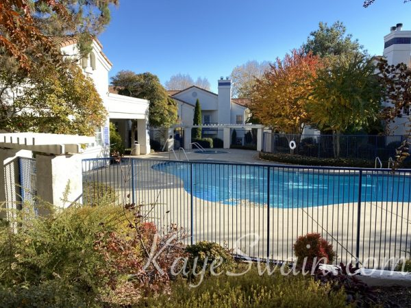 Large and lovely swimming pool at Pacific Sunset condos Rocklin CA
