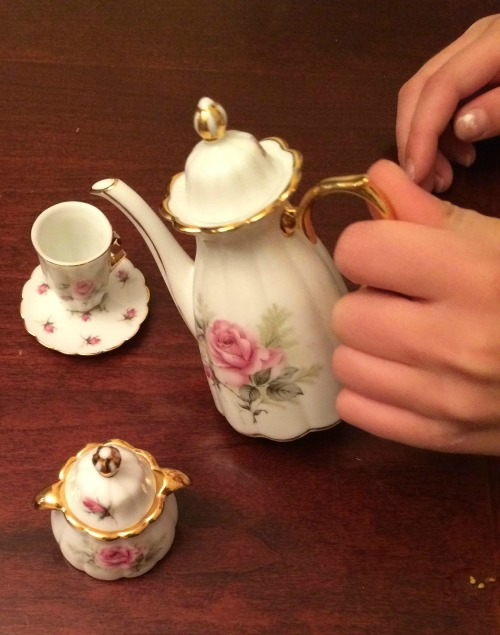 A tea party with the grandkids is a sweet delight for my senior mom via Kaye Swain Roseville CA social media blogger REALTOR