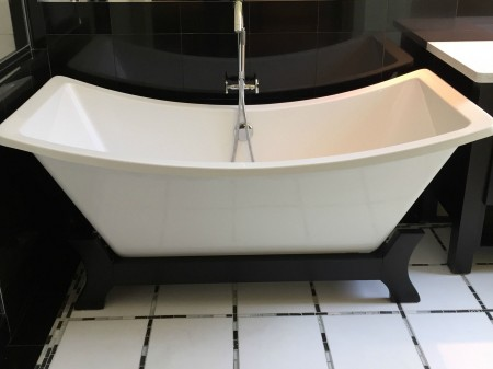 I love this bathtub in one of the homes for sale in Sacramento Count in Orangevale CA via Kaye Swain REALTOR